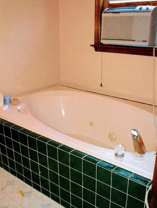 dark_green_bathroom_tile_31
