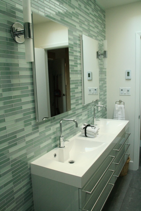 Green Mosaic Tiles Bathroom