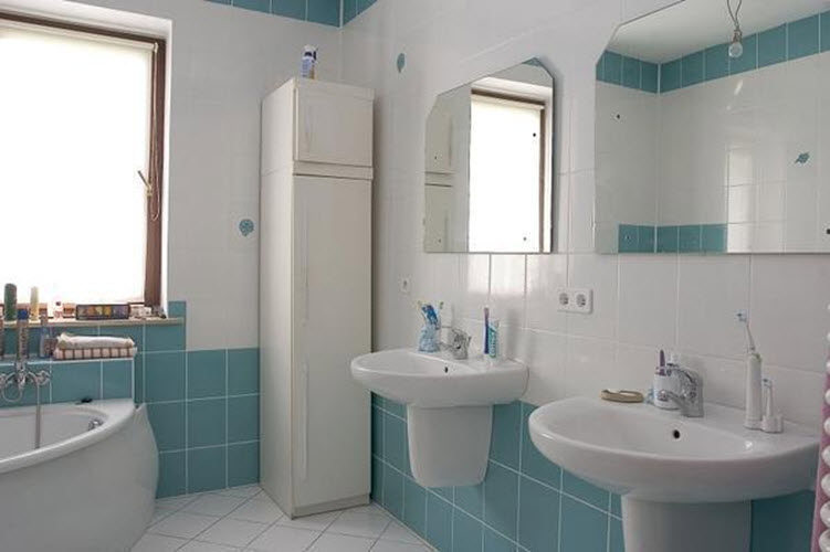 large_blue_bathroom_tiles_30