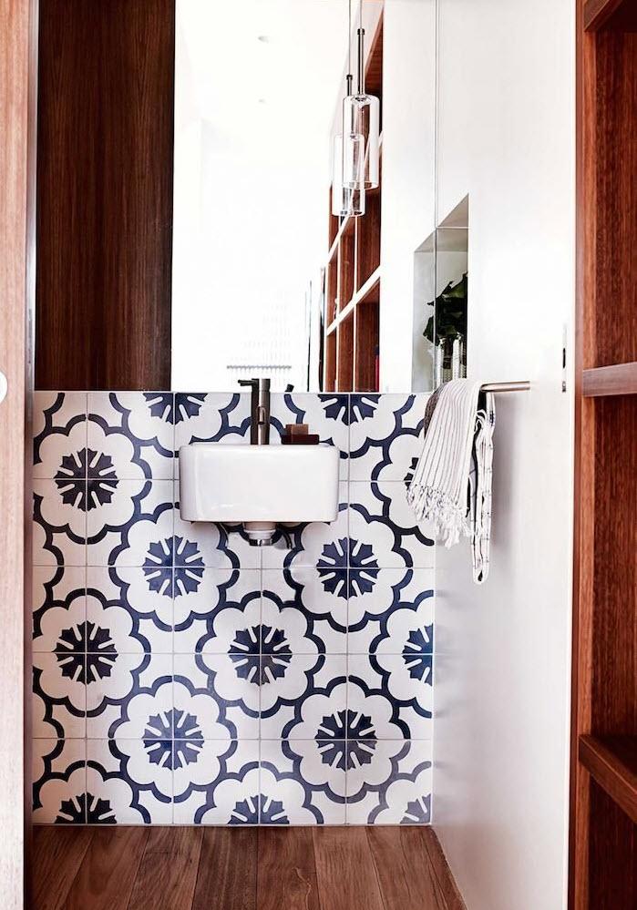 large_blue_bathroom_tiles_9