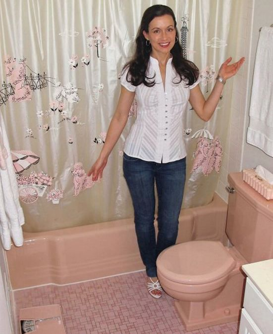 pink_bathroom_floor_tiles_1