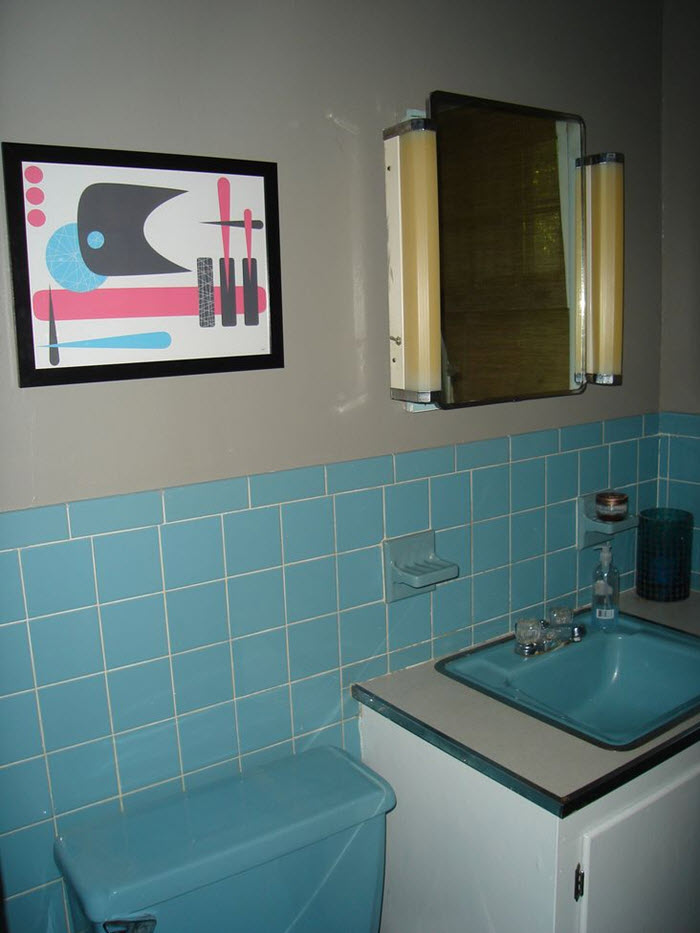 40 retro blue bathroom tile ideas and pictures for Blue tile bathroom ideas