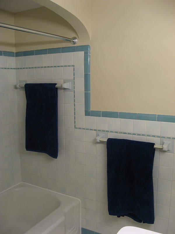 retro_blue_bathroom_tile_37