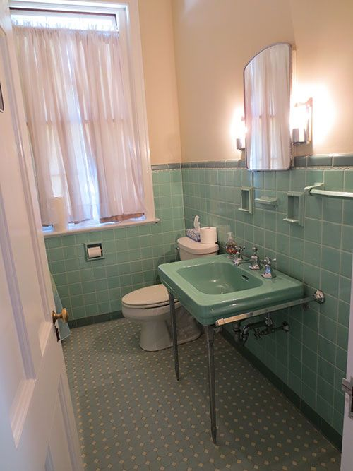 36 retro green bathroom tile ideas and pictures for Retro bathroom designs