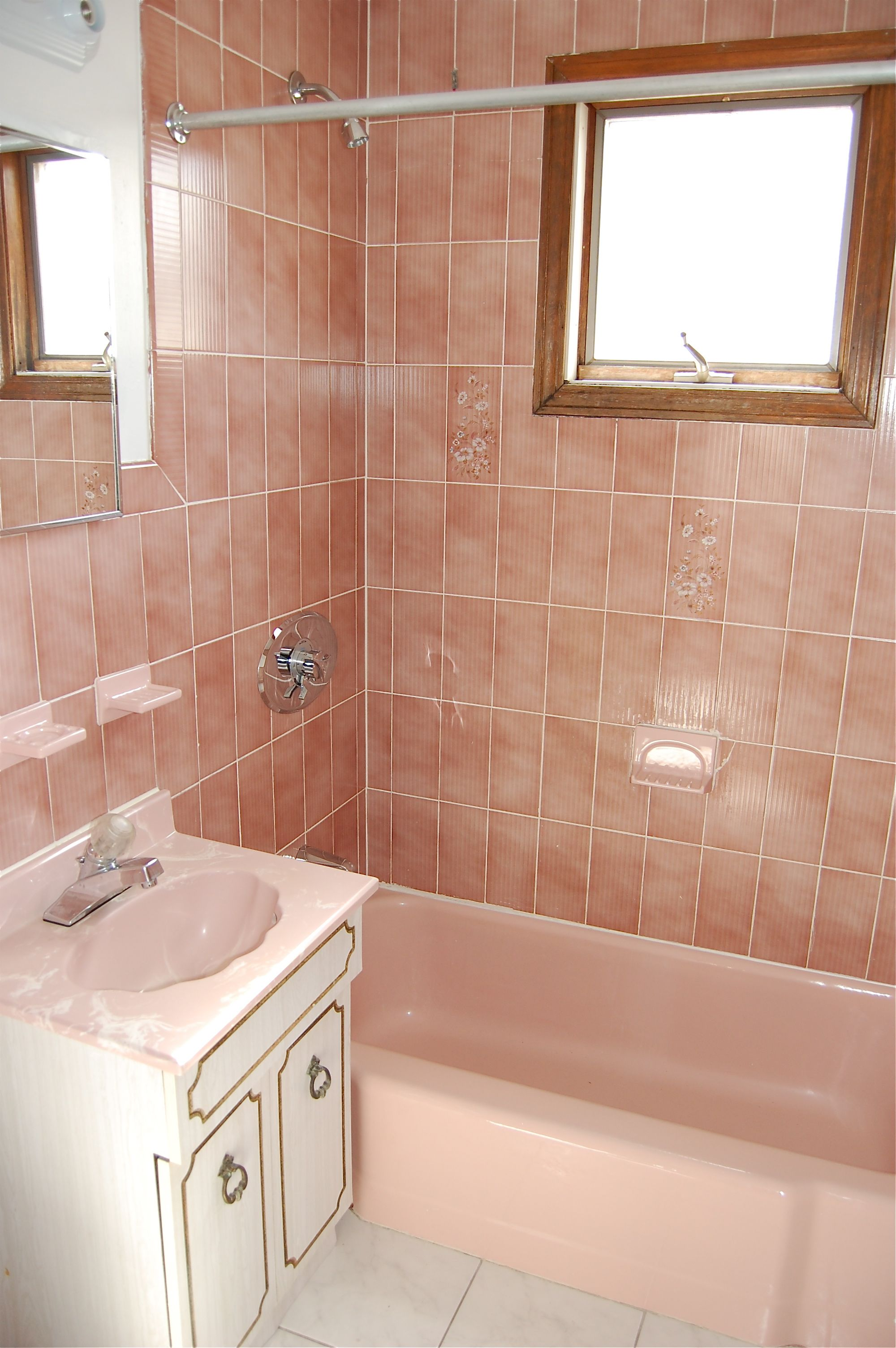 40 vintage pink bathroom tile ideas and pictures. Black Bedroom Furniture Sets. Home Design Ideas