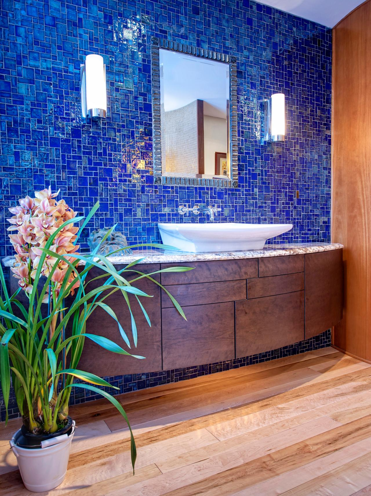 DP_David-Stimmel-Contemporary-Bathroom-Blue-Backsplash-Vanity_s3x4.jpg.rend.hgtvcom.1280.1707