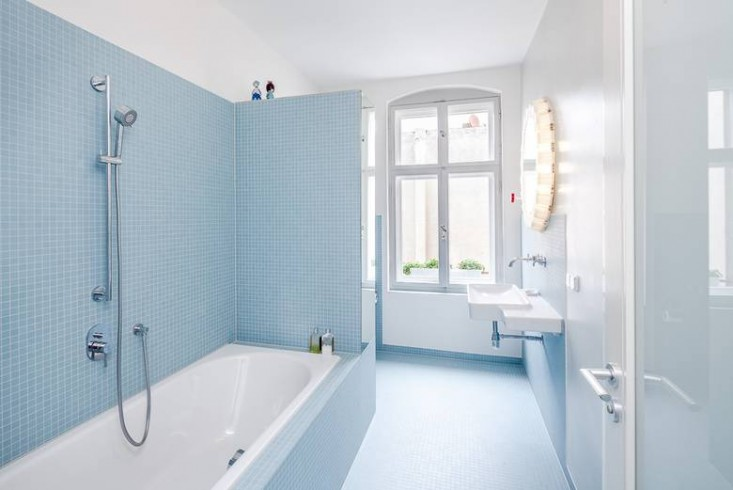 Karhard-Berlin-Flat-Blue-Bathroom-Mosaic-Tiles-Remodelista-01