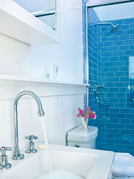 bathroom-in-blue-and-white3