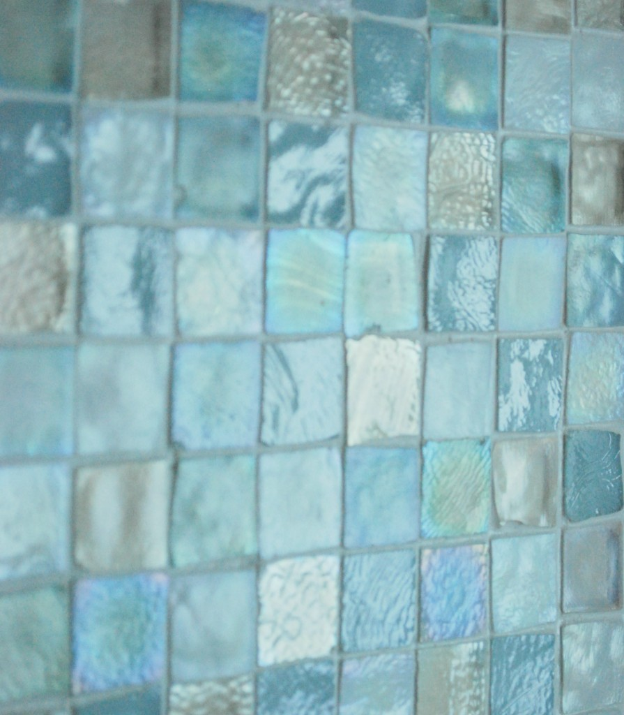 40 vintage blue bathroom tiles ideas and pictures for Glass tile ideas for small bathrooms