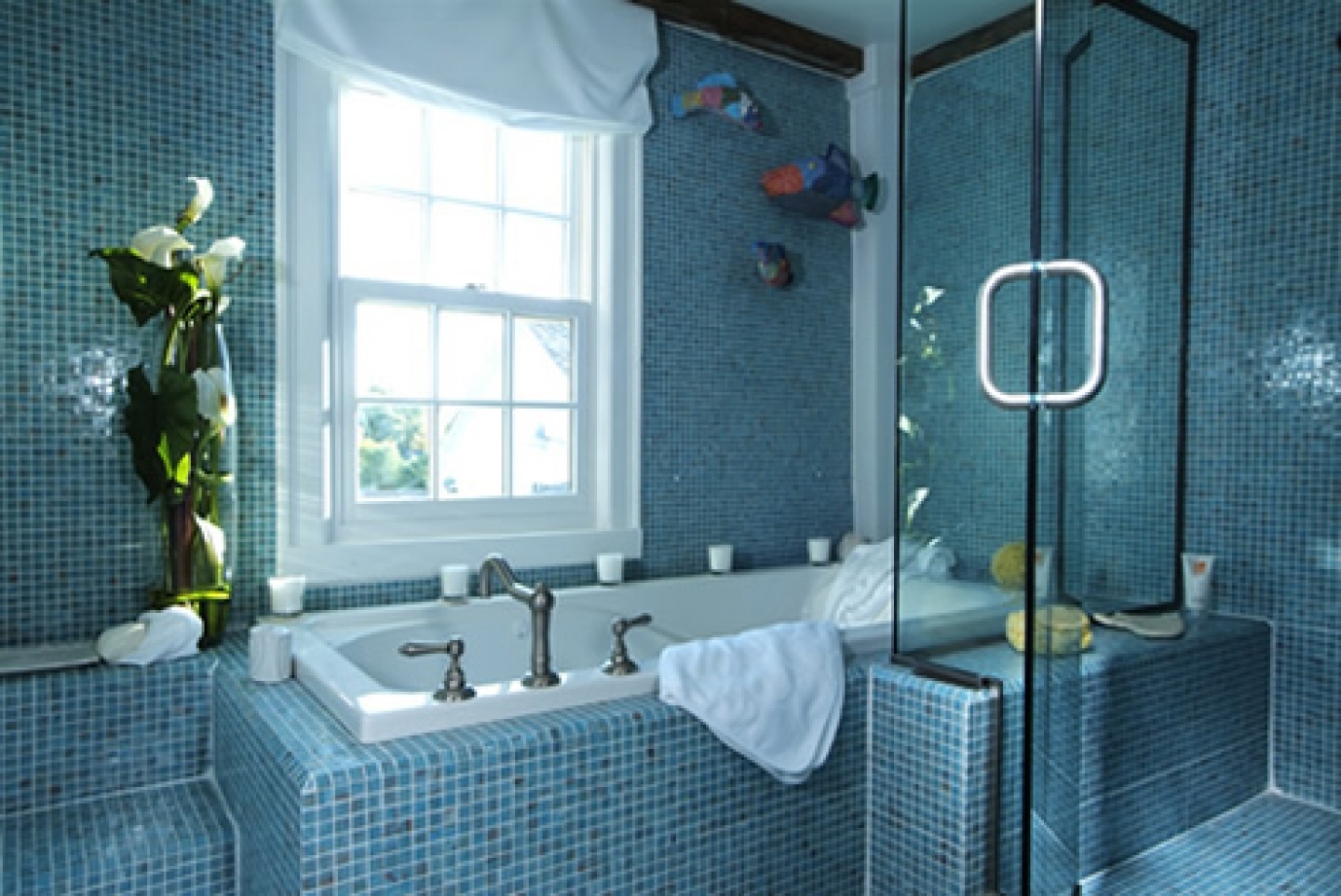 40 vintage blue bathroom tiles ideas and pictures for Blue mosaic bathroom accessories