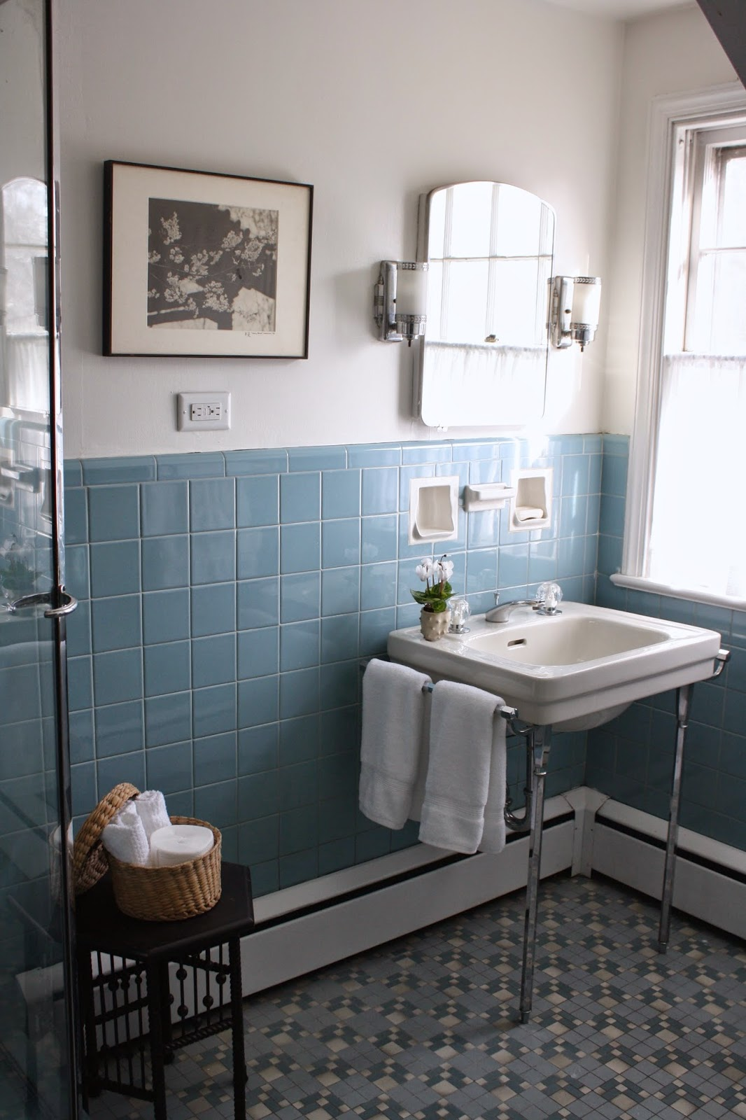 40 vintage blue bathroom tiles ideas and pictures for Bathroom ideas black tiles