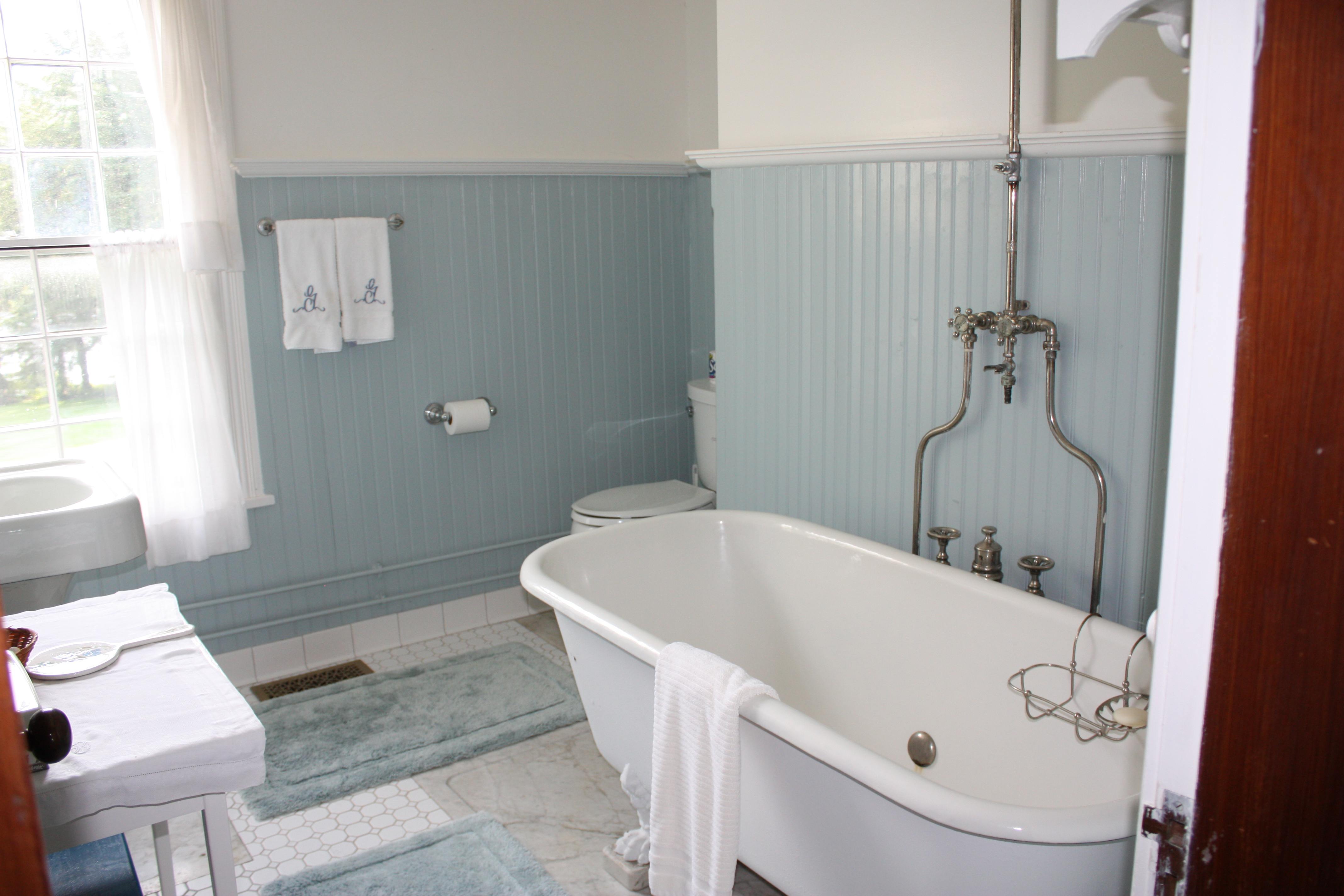 ideas-bathroom-charming-blue-ceramic-wall-tile-also-freestanding-tub-and-wall-towel-bar-as-decorate-small-space-vintage-bathrooms-ideas-admirable-vintage-bathrooms-assorted-styles-and-inspirations