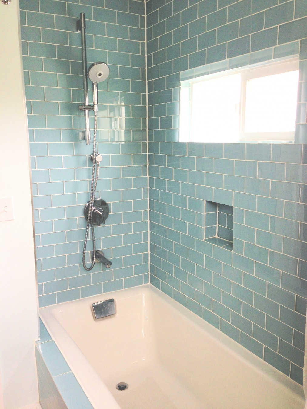 35 seafoam green bathroom tile ideas and pictures for Easy clean bathroom design