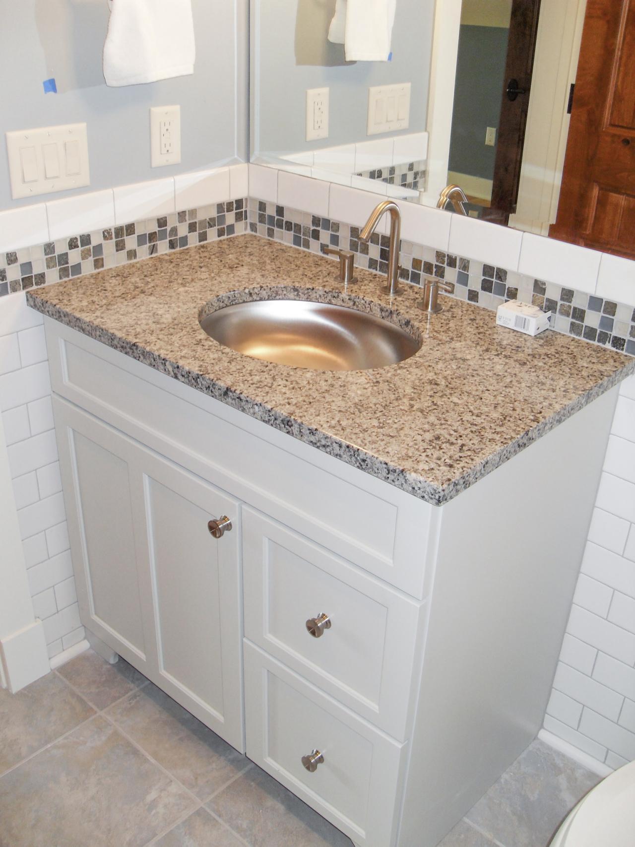 24 nice ideas of glass tiles for bathroom for Glass tiles for bathroom ideas
