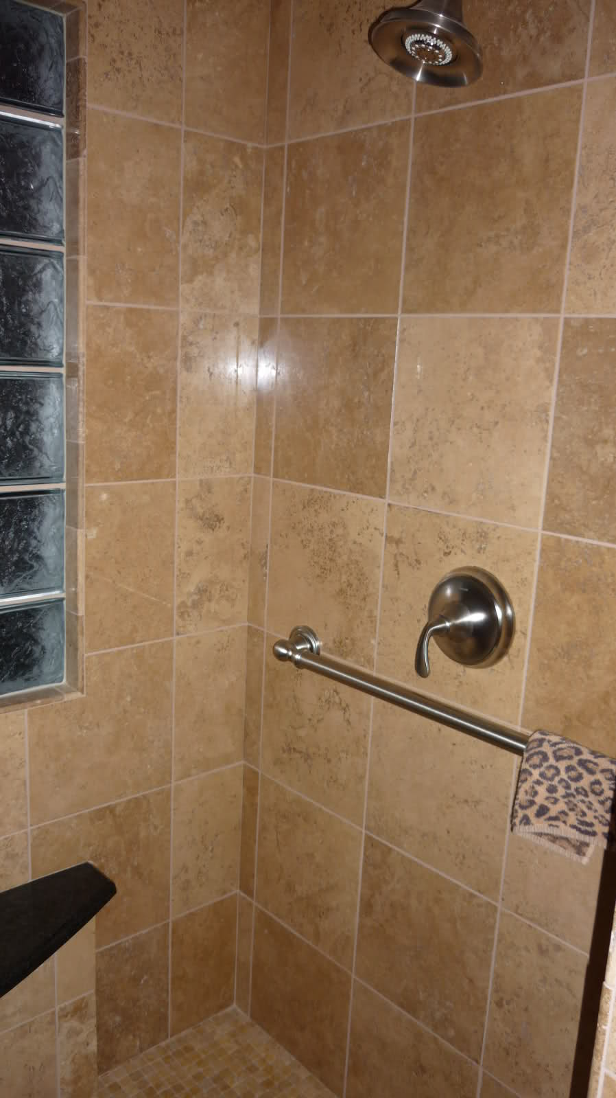 26 amazing pictures of ceramic or porcelain tile for shower 15 dailygadgetfo Images