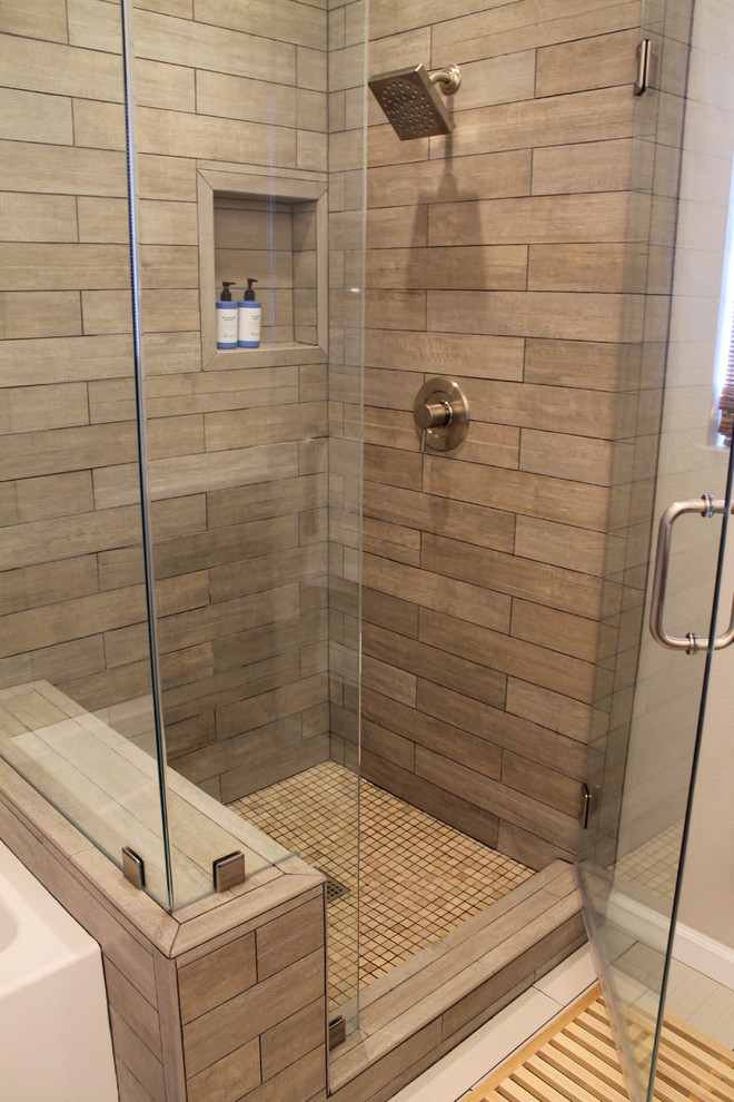 Big tiles in a small bathroom - 30 Cool Pictures Of Tiled Showers With Glass Doors Esign