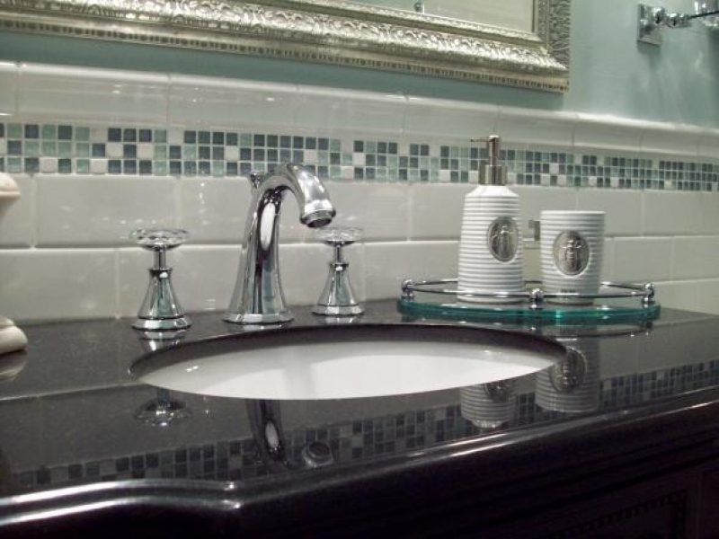 17415-grohe-kensington-faucet-swarovski-crystal-handles-spa-blue-bathroom_800x600