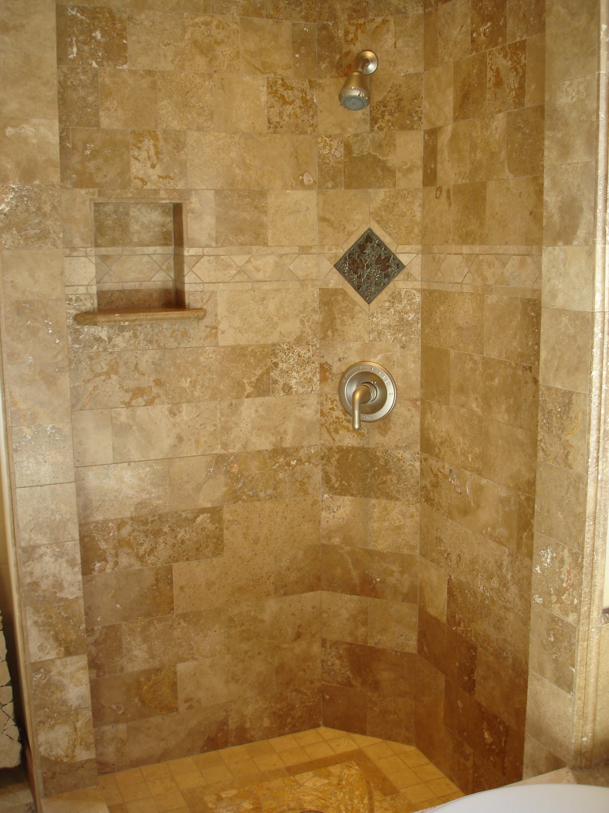 20 magnificent ideas and pictures of travertine bathroom for Glass tile bathroom designs