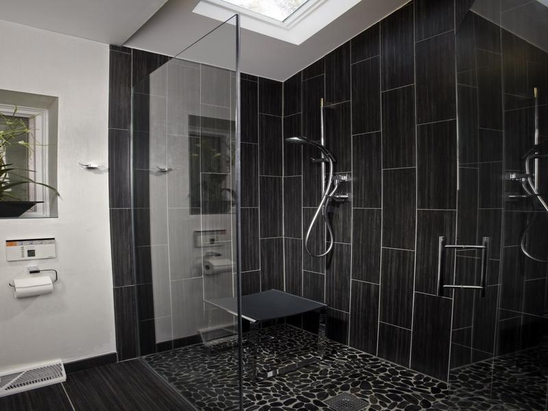 21 stunning pictures bathroom glass tile designs - Shower Wall Tile Designs