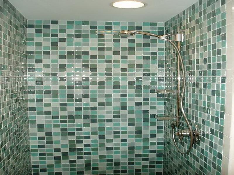 30 great ideas of glass tiles for bathroom floors