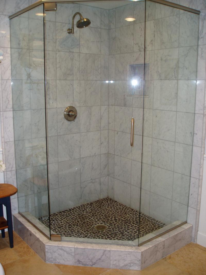 30 cool pictures of tiled showers with glass doors esign for Bathroom designs with corner bath