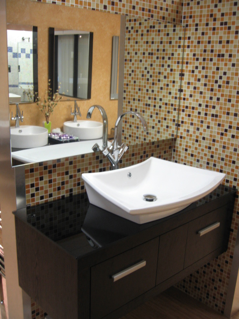 bathroom-glass-tile