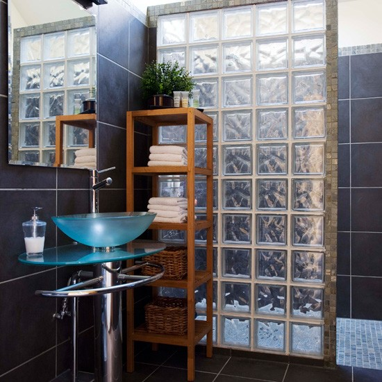 bathroom-tile-ideas-clear-glass-tiles