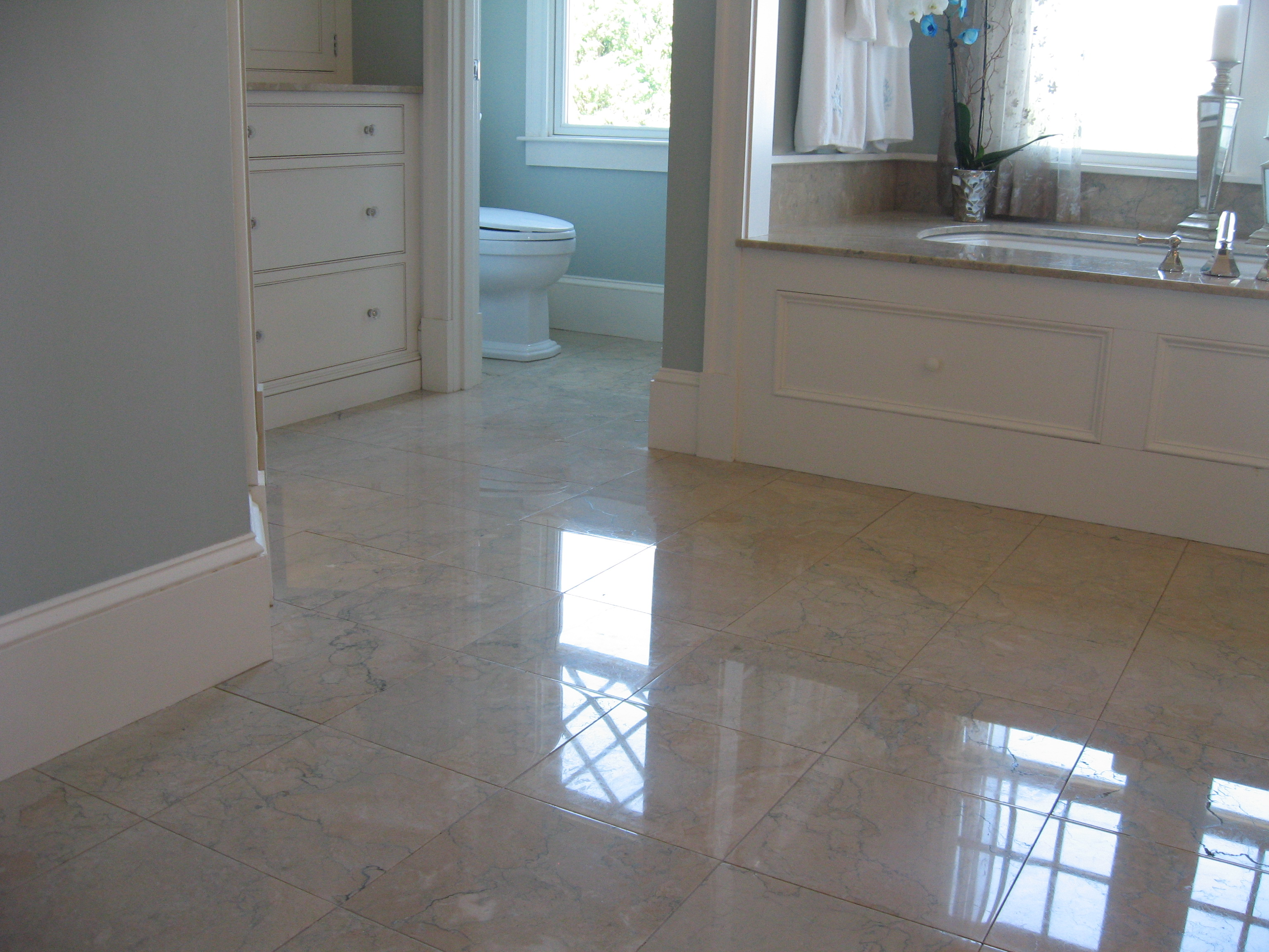 30 great ideas for marble bathroom floor tiles for Flooring tiles for bathroom