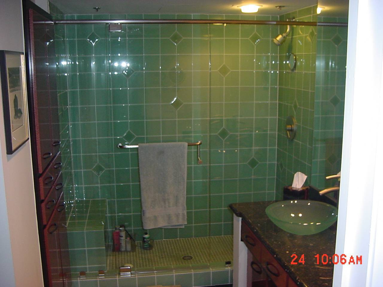 bathroom tiles glass 27 pictures of bathroom glass tile accent ideas 11780