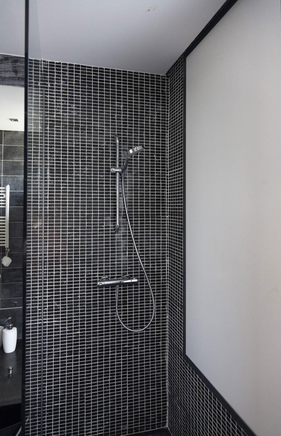 interior-bathroom-cool-bathroom-design-using-a-black-glass-mosaic-tiles-are-also-white-ceiling-and-thermostat-hand-shower-set-with-sliding-rail-with-wall-glass-tiles-and-bathroom-tile-decorating-idea