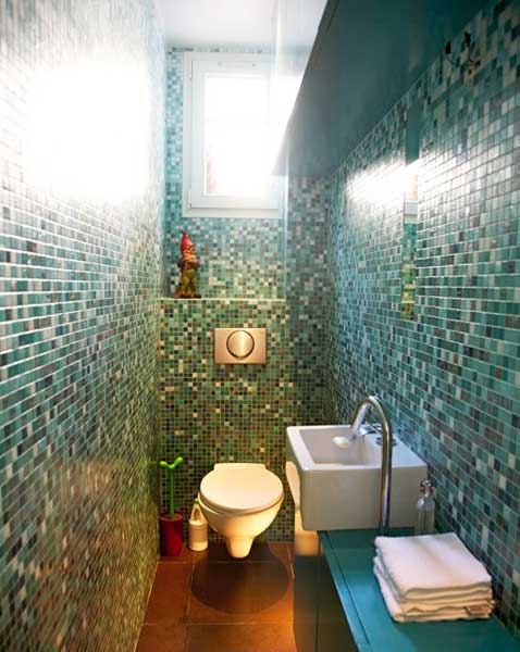 photosbath1-green-glass-tile-mosaic-bathroom