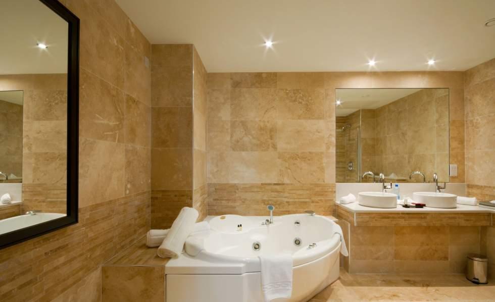 plafonds-tendus-salle-de-bain