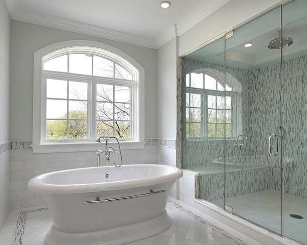 27 nice pictures of bathroom glass tile accent ideas for Designs of bathroom tiles