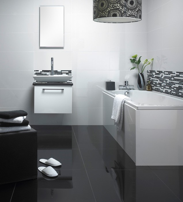 super-white-600x300mm-suoer-black-600x600mm-and-linear-glass-and-stone-mix-mosaic-340x305mm-monochrome-bathroom-high_4