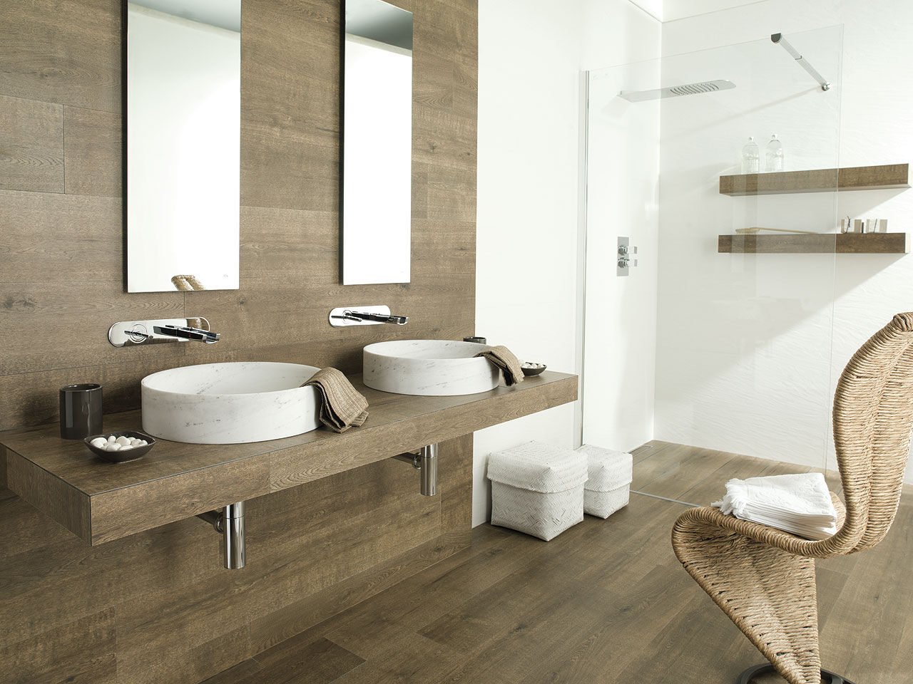 27 ideas and pictures of wood or tile baseboard in bathroom - Suelo imitacion parquet ...