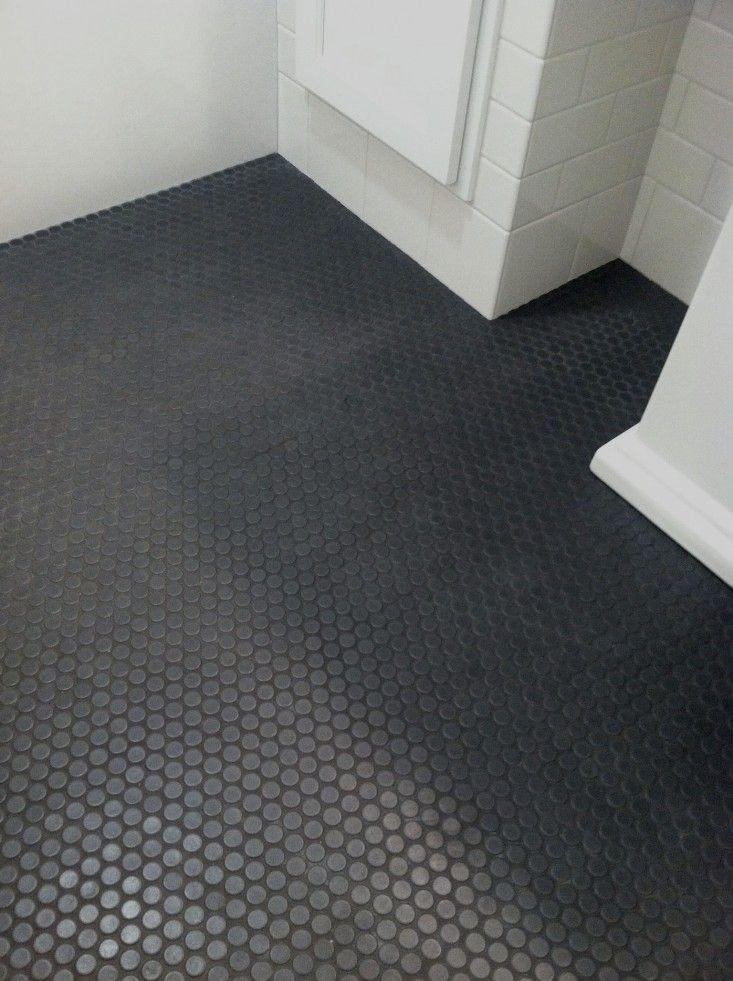 30 ideas of using round mosaic bathroom tiles