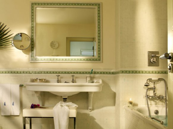 4_hotel-4_-bathroom-1