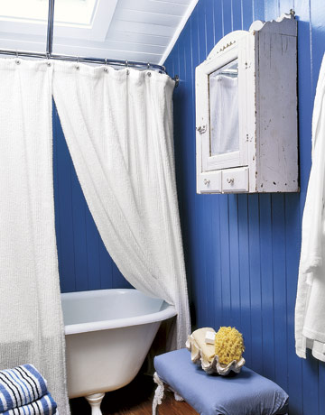 54eade43259e4_-_bathroom-bold-blue-stripes-mkovr0706-de-54803958