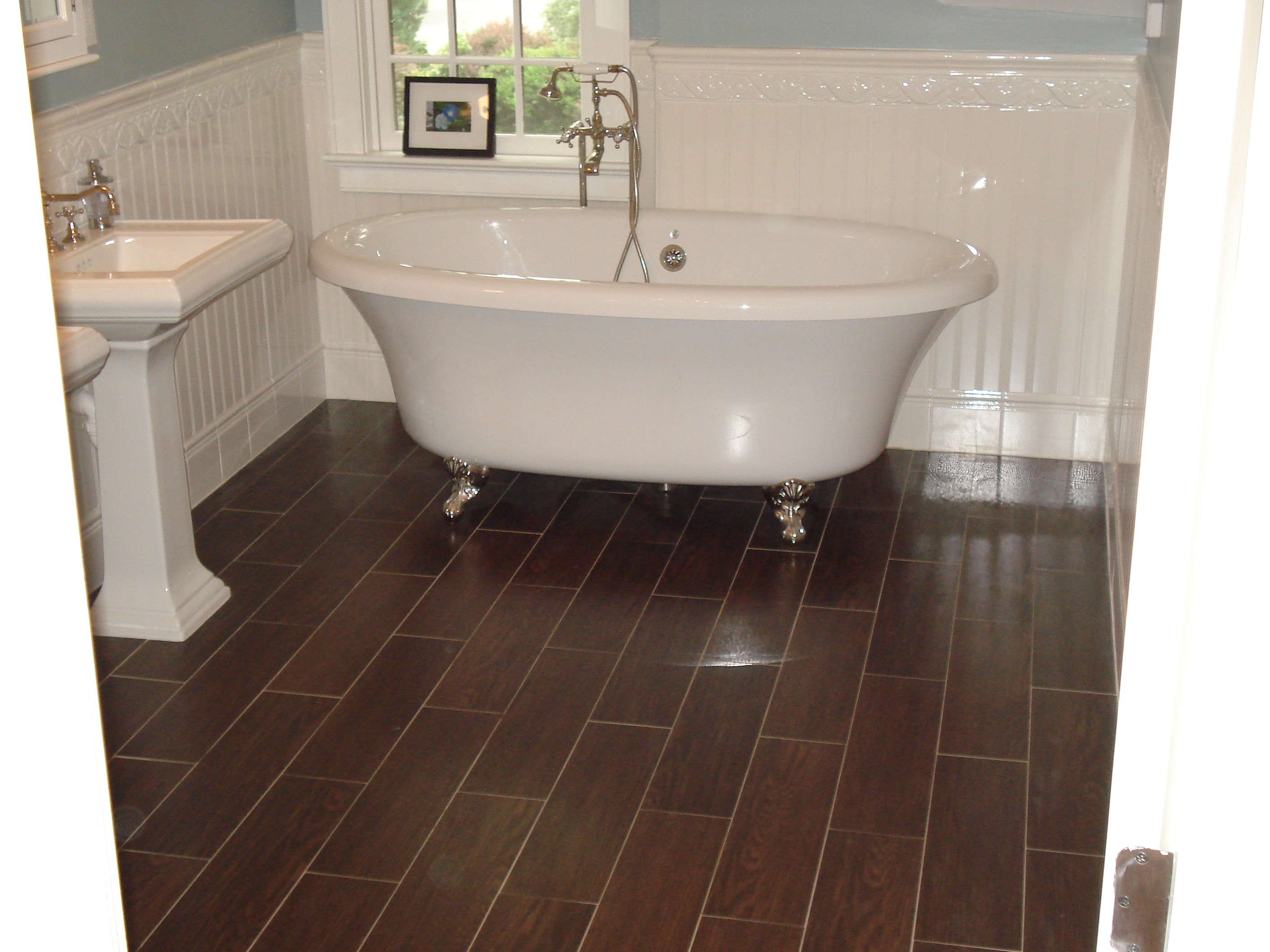 28 great ideas and pictures of faux wood tile in bathroom 6 dailygadgetfo Gallery