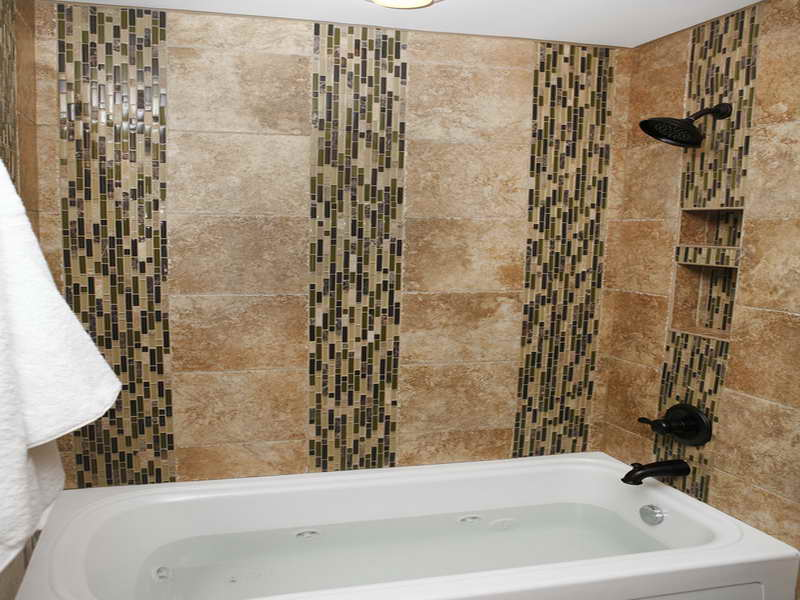 Bathroom-Tile-Design-Patterns-with-semi-mozaic