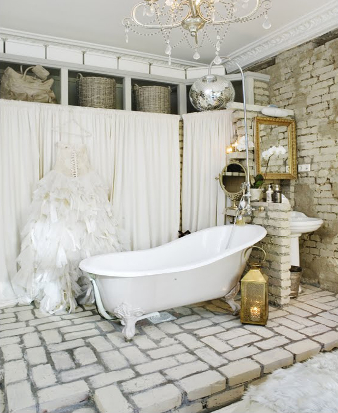 30 great pictures and ideas of old fashioned bathroom tile - Salle de bain style shabby ...