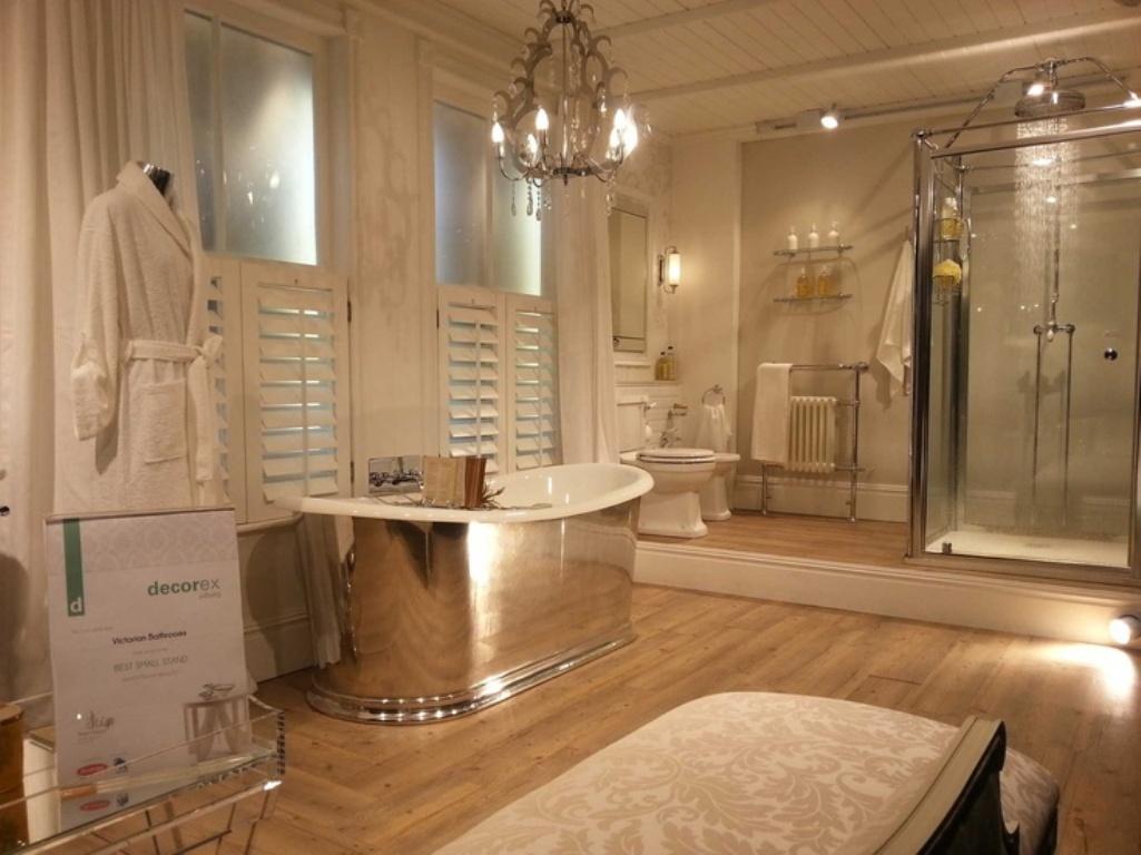 Creamy-Victorian-Bathroom