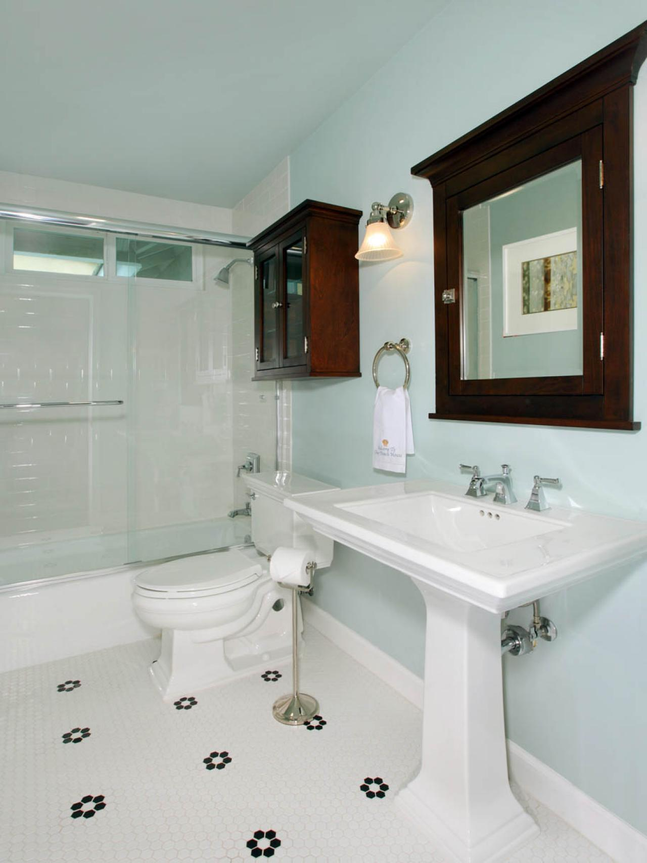 DP_Rebecca-Johnston-white-teal-traditional-bathroom-sink_v.jpg.rend.hgtvcom.1280.1707