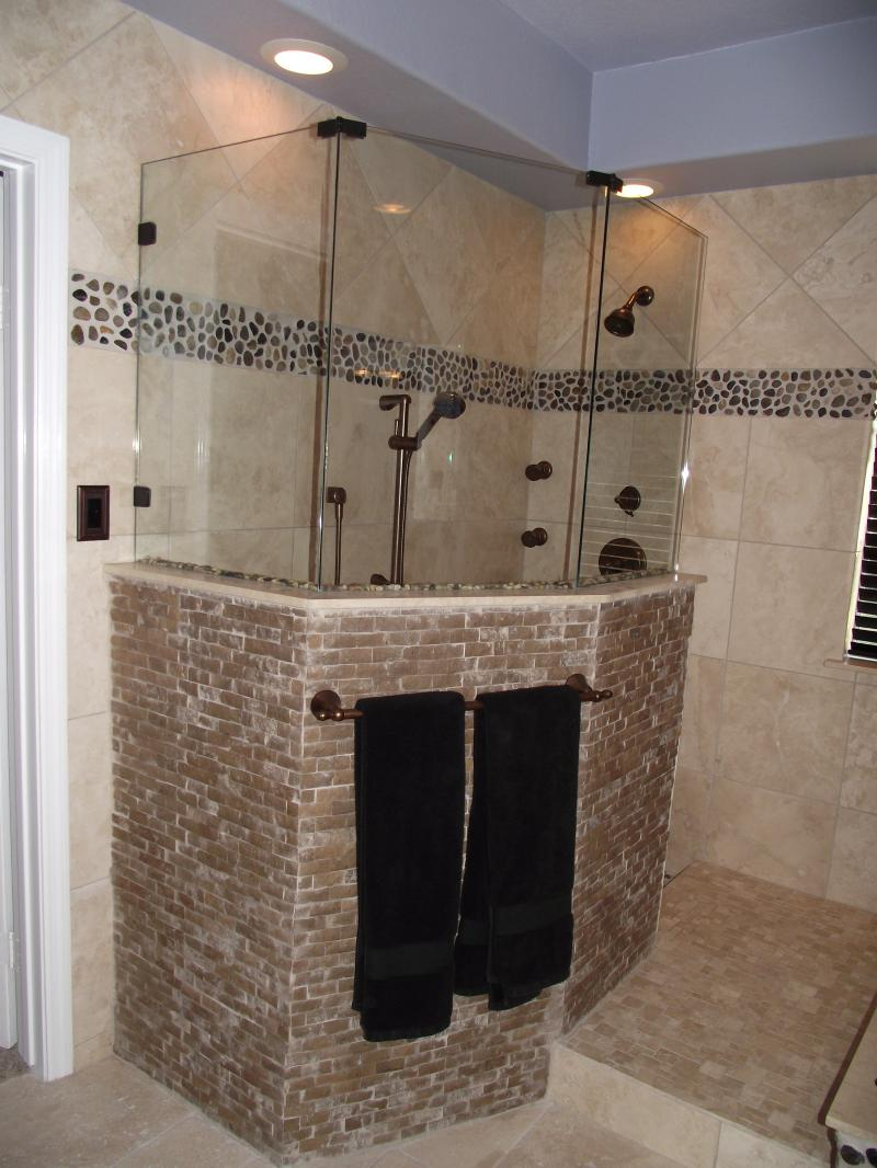 31 great ideas and pictures of river rock tiles for the for Rock bathroom designs