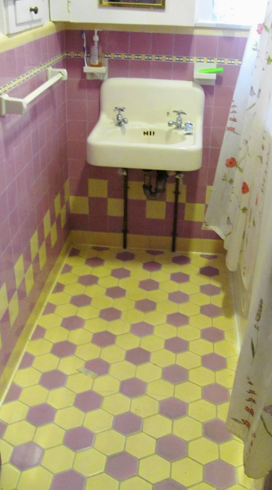 Floor tile. Tujunga bathroom