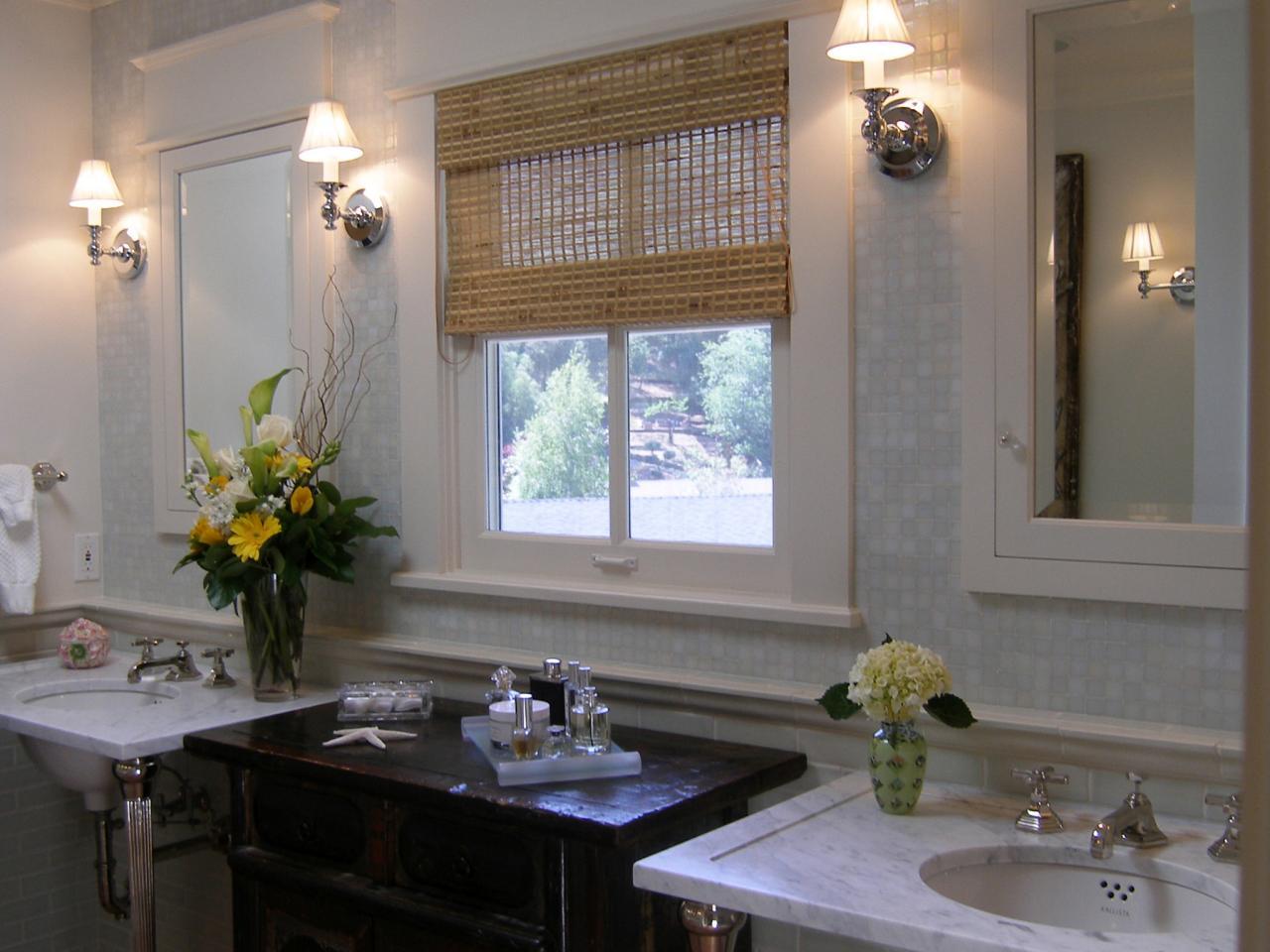 Gilder-Lori-Traditional-Vanity-Bathroom_s4x3.jpg.rend.hgtvcom.1280.960
