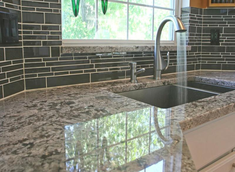 Glass-kitchen-backsplash-tiles-denver_tile_installers_op_800x586
