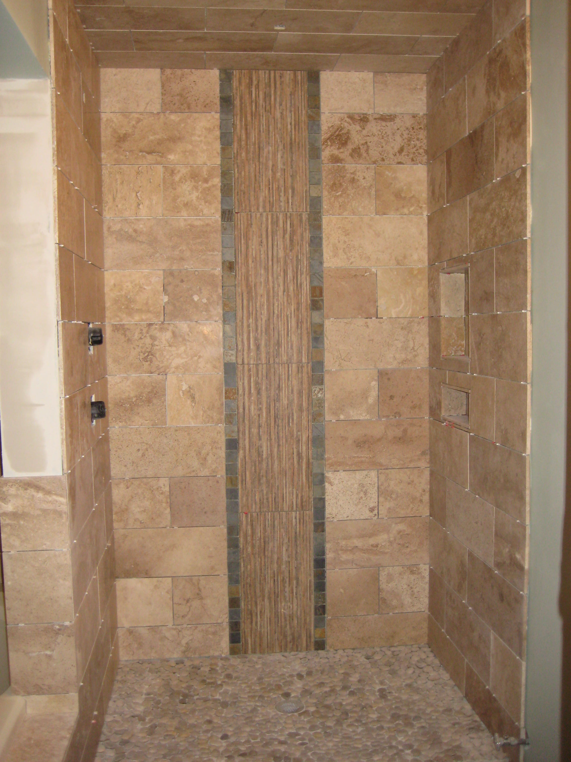 Natural-Stone-Patterns-for-Tile-Shower-Designs-in-Minimalist-Bathroom-Image