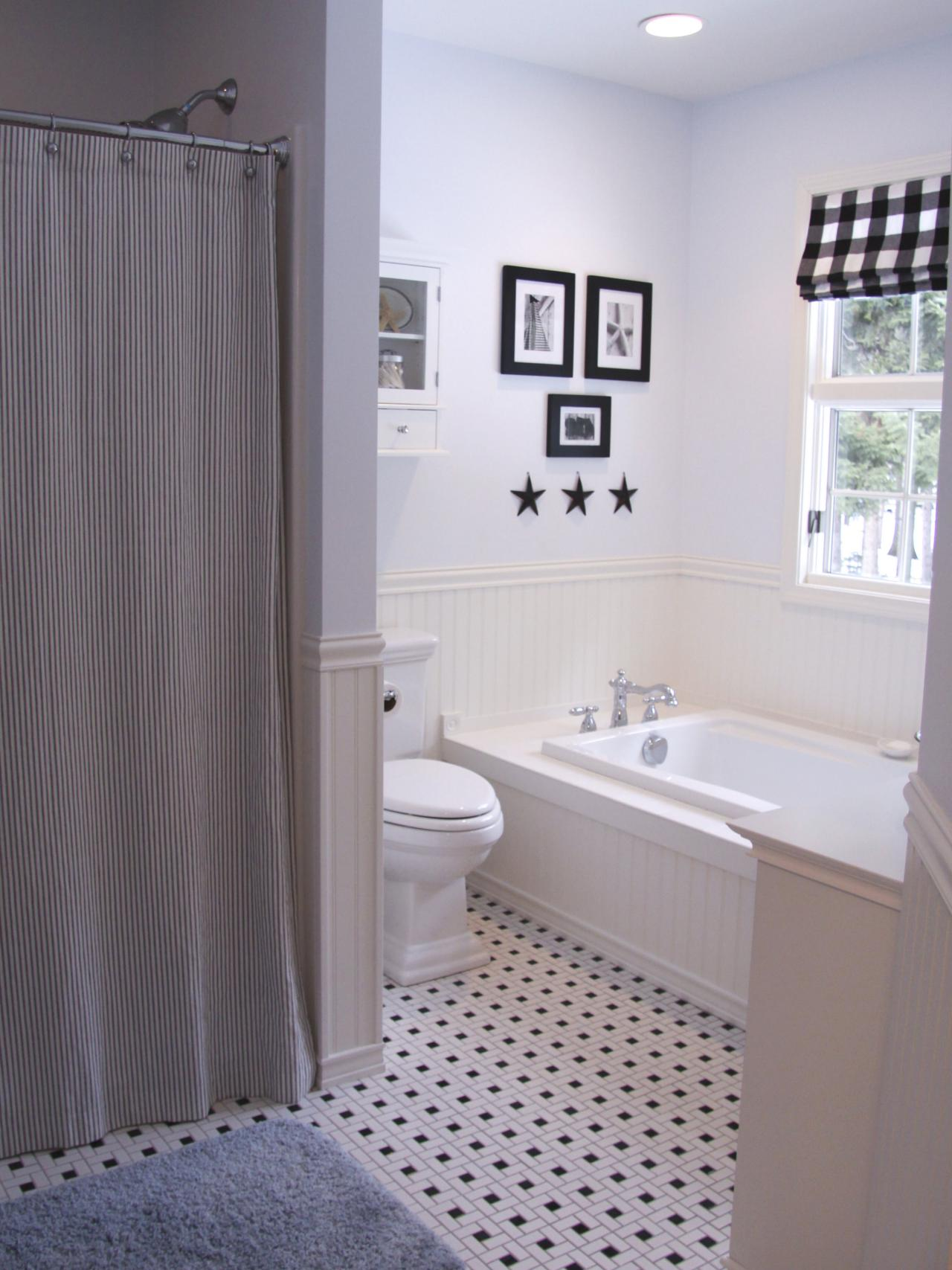 RMS_barbara61-black-white-country-style-bathroom_s3x4.jpg.rend.hgtvcom.1280.1707
