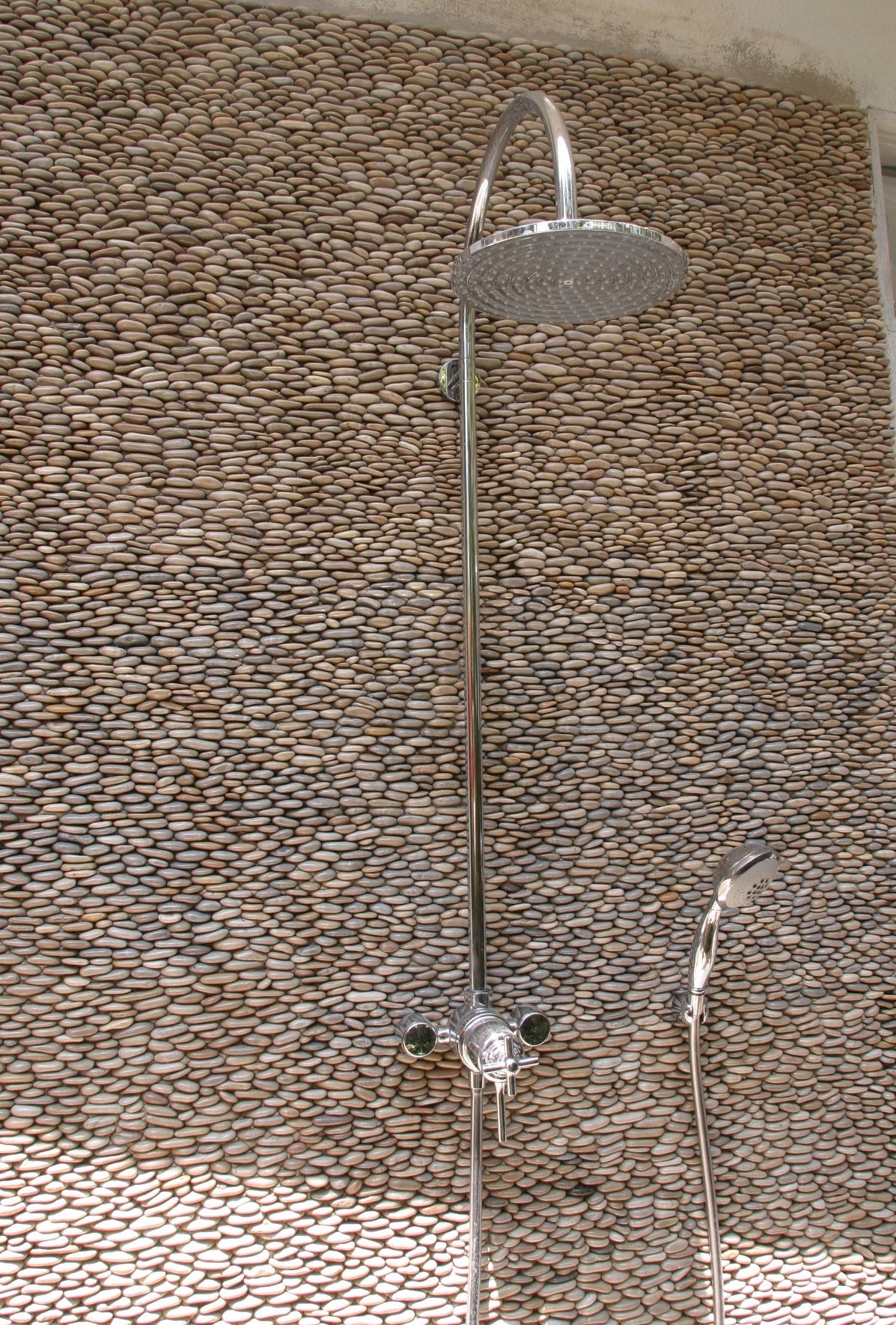Standing-Pebble-Tile-Java_Shower_2